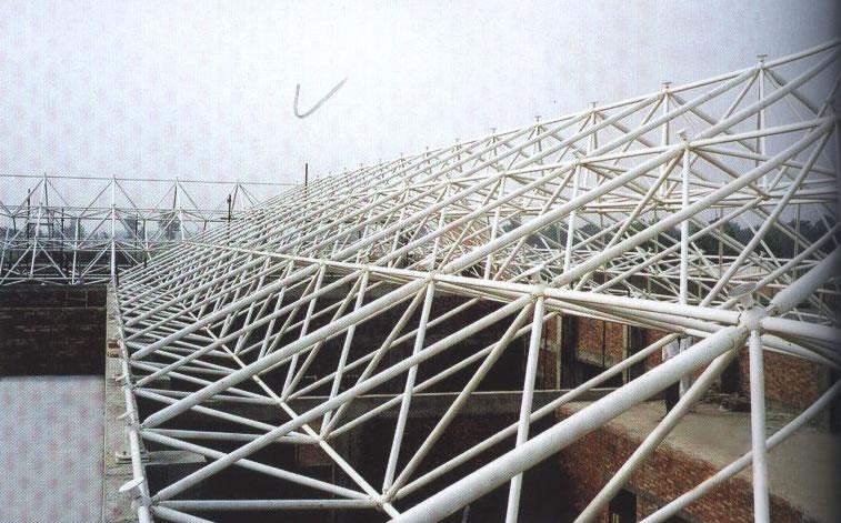 构成网架的基本单元有三角锥,三棱体,正方体,截头四角锥等,由这些基本