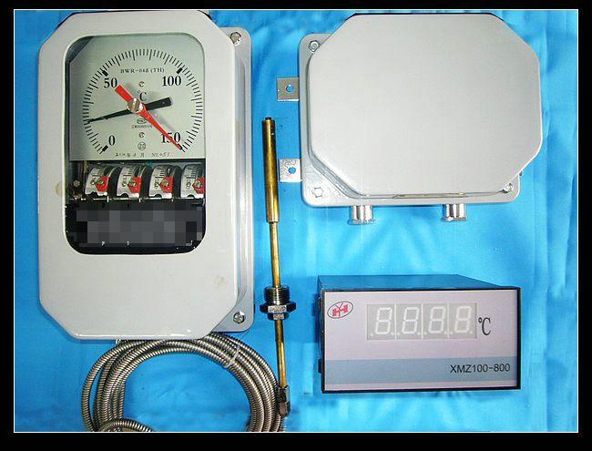 概述变压器绕组温度计(以下简称温度计)是用于测量大型电力变压器绕组温度的专用仪表。它是在压力温度计的基础上,配备变流器(按JB/T8450-96标准规定,将匹配器更改为变流器)构成。产品成套性序号 型号名称 主要用途 配套部件 1 BWR-04Y(TH)/XMZ-Y变压器绕组温度计 测量变压器绕组温度,当温度达到设定值时,启动冷却系统,发出警报及事故跳闸信号,配备带稳压电源的二次远传数显仪表,可远距离监测温度,并适用于湿热带场合。 变流器XMZ-Y数字温度显示仪 2 BWR-04B(TH)/XMZ100-