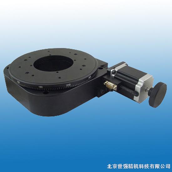 电动旋转台:ST202ER200   产品特性: 标配步进电机使用我公司自主研发的运动控制器可对其实现自动化控制 旋转轴系采用多道工艺精密加工而成,配合精度高,承载大,寿命长 采用精密研配的蜗轮蜗杆结构,运动舒适,可以任意正向和反向旋转且空回极小 设计精巧的消空回结构,可调整长期使用造成的空回间隙 特殊的结构设计保证了旋转台面极低的端跳和偏心,使旋转运动更加平稳 旋台的中心通孔与旋转中心有严格的同轴度要求,旋台的中心孔径有严格的配合公差限制,方便客户做精密定位 台面外围的刻度圈是激光刻划标尺,